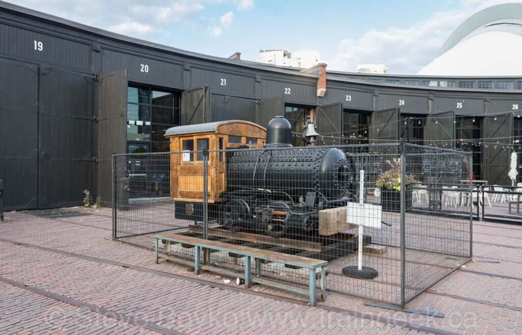 Smokeless locomotive
