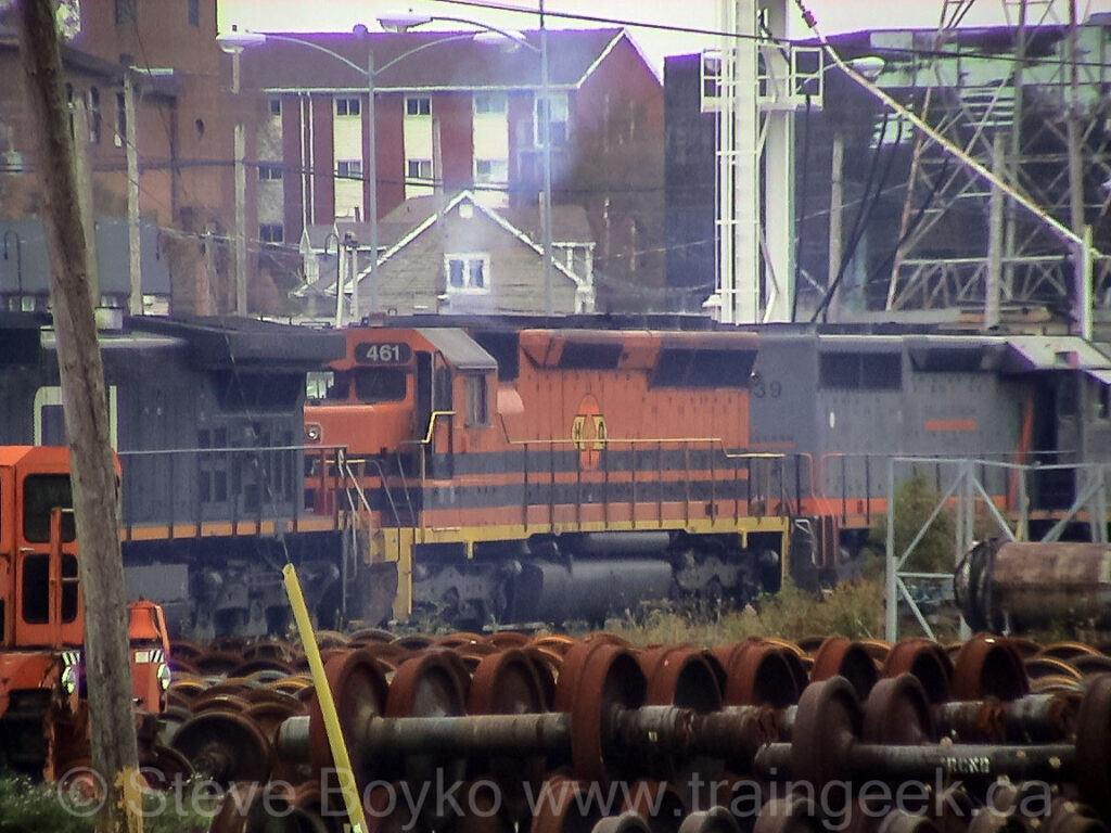 HCRY 461 and HLCX 6039 in Fairview yard, Halifax, Oct 2003